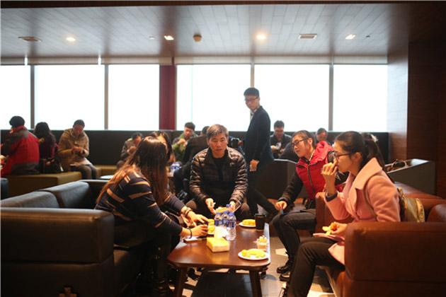 上海粉丝见面会-投资人享用茶点